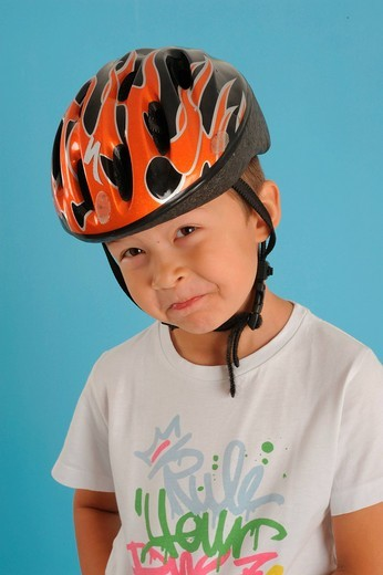 Stock Photo: 1597-141690 Child, boy, helmet, riding a bike, protection, protective helmet