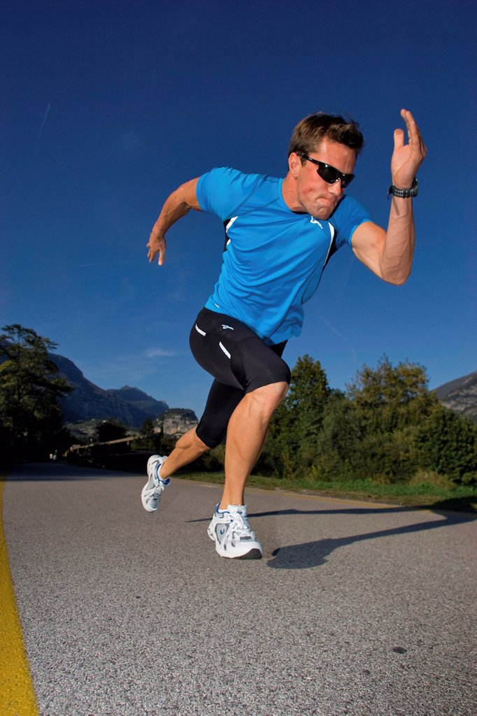Stock Photo: 1597-145968 Man, sprint, run, man, running, rest, fitness, health, Power, sprint, start, dynamic,