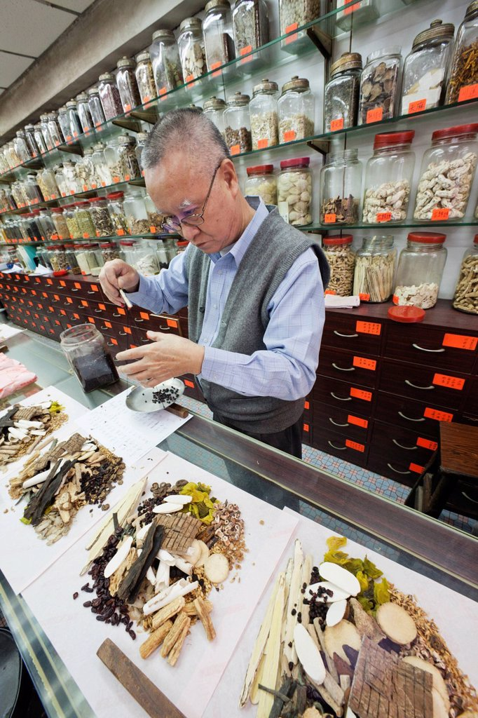 Asia, China, Hong Kong, Sheung Wan, Chinese Medicine, Herbal, Herbal Medicine, Herbalist, Medical, Doctor, Doctors, Chinese Doctor, Health : Stock Photo