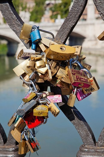 Stock Photo: 1597-150166 Europe, Italy, Rome, Sant´ Angelo Bridge, Ponte S´Angelo, Bridge, Locks, Padlocks, Tourism, Holiday, Vacation