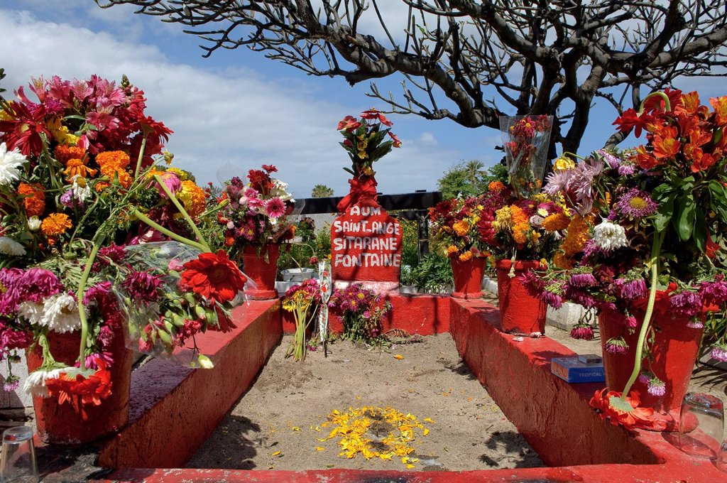 Stock Photo: 1597-158062 Africa, Indian ocean, La Reunion, Saint Pierre, cemetery, tomb