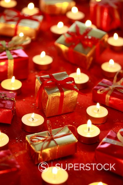 Stock Photo: 1597-159850 Decoration, present, presents, candle, candles, light, close_up, parcel, packet, Star, Stars, mood, studio, tealights, Christmas decoration, Christmas, Christmas decoration, mood, winter, decorative, elegant, gold, red, silver, atmospheric, surprise