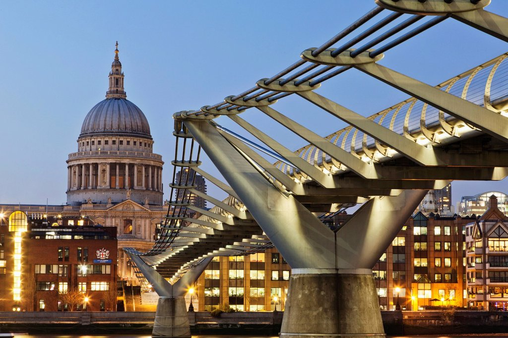 Stock Photo: 1597-161092 UK, United Kingdom, Great Britain, Britain, England, London, St. Pauls Cathedral, St. Pauls, Cathedral, St. Paul´s, Cathedral, Architecture, Millenium Bridge, Bridge, Bridges, Thames River, River Thames, Night View, Illumination, Tourism, Travel, Holiday,. UK, United Kingdom, Great Britain, Britain, England, London, St. Pauls Cathedral, St. Pauls, Cathedral, St. Paul´s, Cathedral, Architecture, Millenium Bridge, Bridge, Bridges, Thames River, River Thames, Night View, Illumination, Tourism, Trav