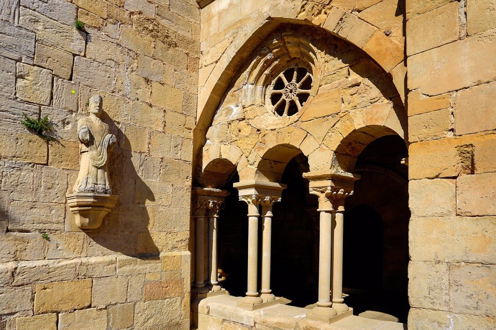 Stock Photo: 1597-164745 Spain, Europe, Catalonia, Royal Monastery, Vallbona, Cloister, architecture, art, Cistercians, history, monastery, religion, Romanic, Inside,