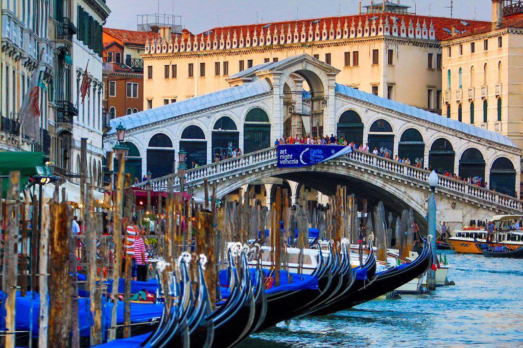 Stock Photo: 1597-164977 Italy, Europe, travel, Venice, Rialto, Bridge, architecture, boats, canal, colours, gondolas, Canal Grande, tourism, Unesco,