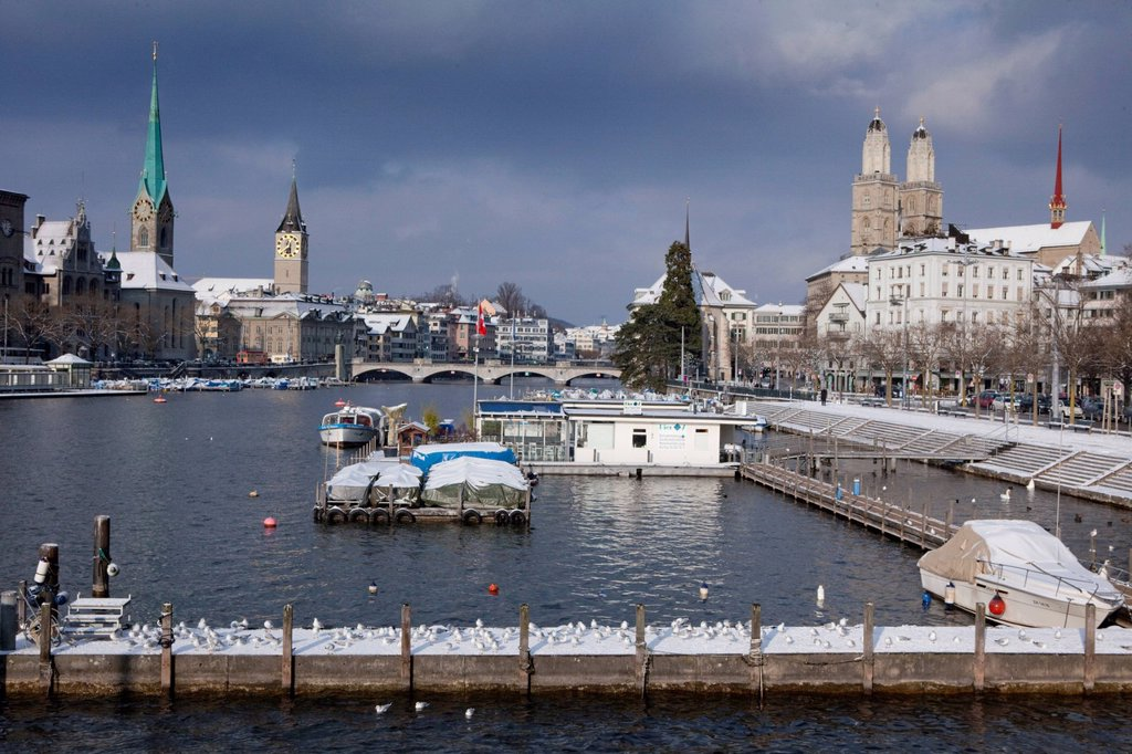 Stock Photo: 1597-167385 Winter, snow, town, city, canton, Zurich, Switzerland, Europe, Limmat, Riviera, churches, Grossmünster, footbridge