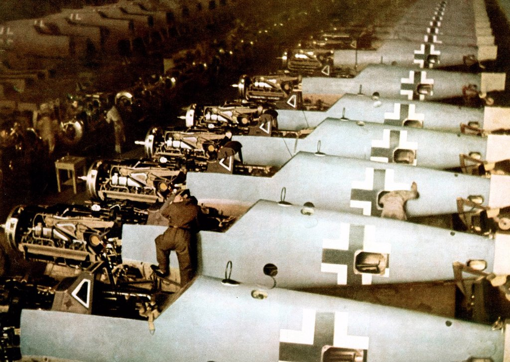Stock Photo: 1597-168063 Messerschmitt, Bf 109, Workers, assembly line, airplane, Augsburg, Luftwaffe, World War II, Germany, 1943, factory