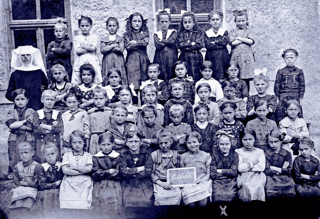Stock Photo: 1597-169018 Eva Braun, Braun, school, convent school, Beilngries, mistress, wife, companion, f Adolf Hitler, Germany, 1922, girls