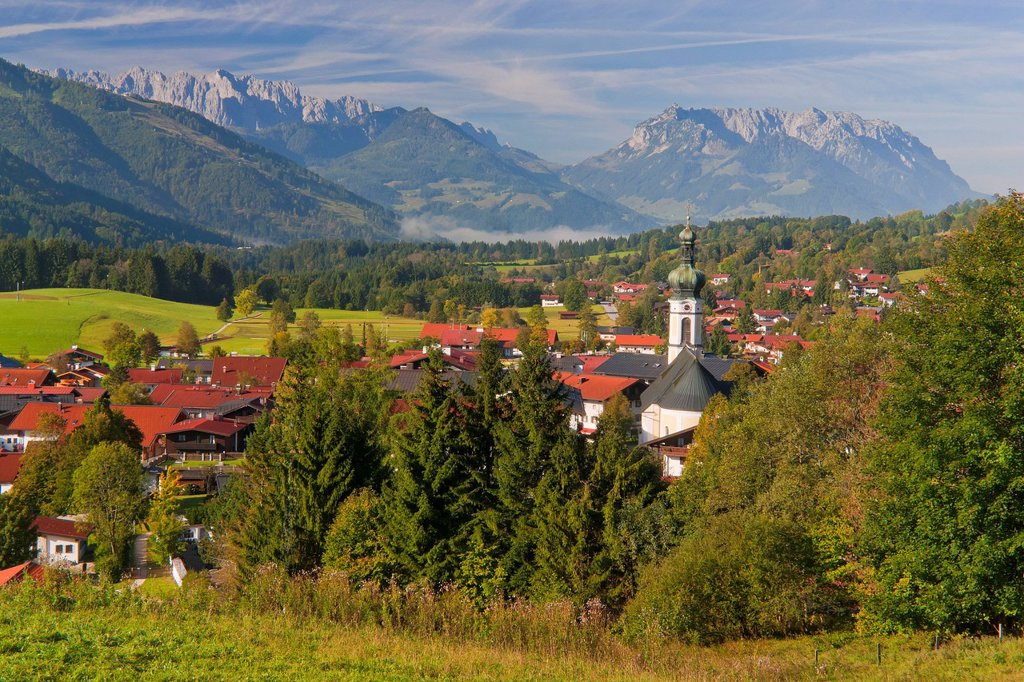 Stock Photo: 1597-169459 Bavaria, Germany, Europe, Upper Bavaria, Chiemgau, Riding in, corner, Riding in, Winkl, sky, blue sky, panorama, sky, knows, blue, blue sky, mountain, mountains, Alps, valley, wood, forest, nature, natural, landscape, church, onion tower