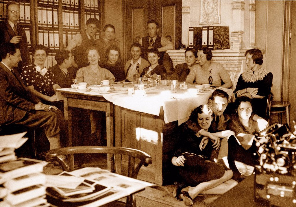 Eva Braun, Braun, colleagues, office, photo agency, Heinrich Hoffmann, third from the right, floor, wife, mistress, Adolf Hitler, 5, Munich, Germany, 1938, : Stock Photo