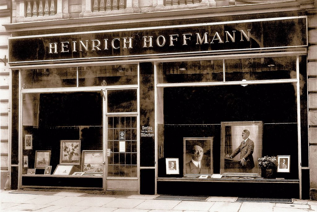 photo agency, Heinrich Hoffmann, Hoffmann, photographer, Nazi, Party, NSDAP, offices, shop window, 1936, Munich, Germany, 1938, : Stock Photo