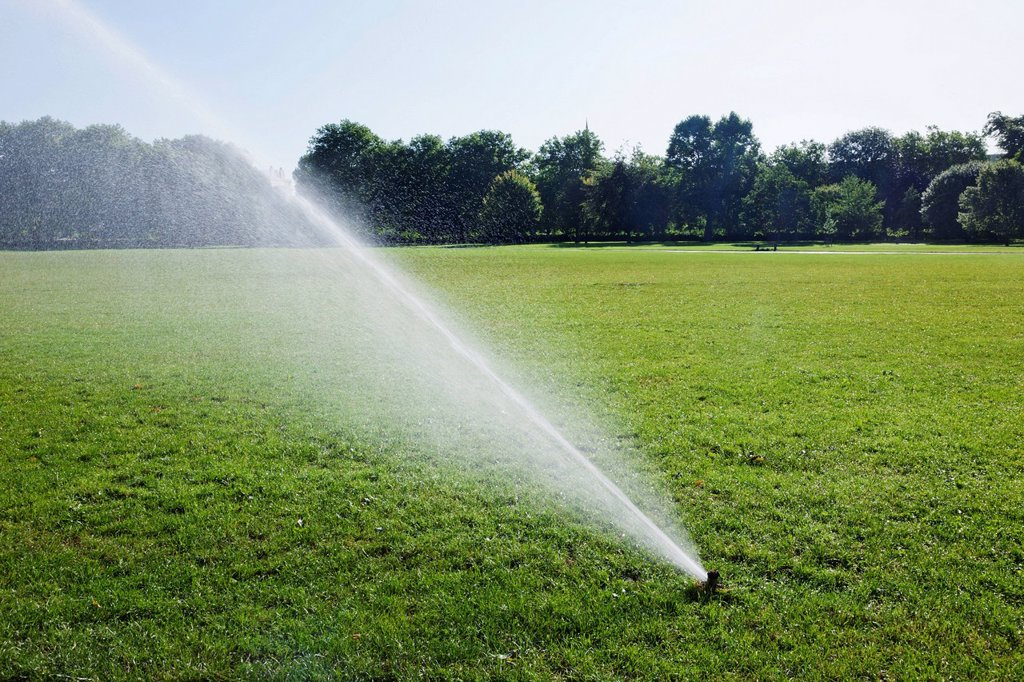 Stock Photo: 1597-170449 England, London, Regents Park, Watering System