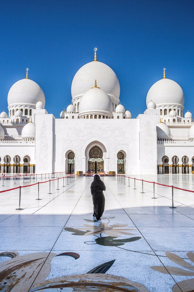 Stock Photo: 1597-170902 United Arab Emirates, UAE, Middle East, Abu Dhabi, City, Sheikh Zayed, Mosque, Mosque, Zayed, architecture, black, columns, dome, golden, Islam, marble, minaret, mosque, new, reflection, religion, woman