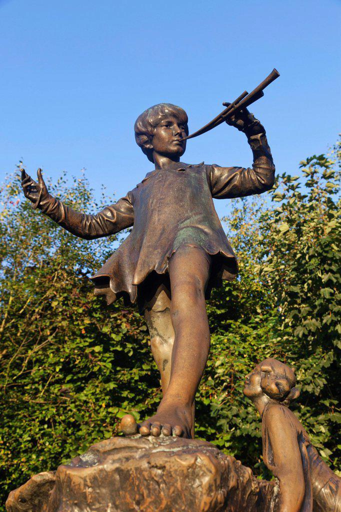 Stock Photo: 1597-172117 England, London, Hyde Park, Kensington Gardens, Peter Pan Statue
