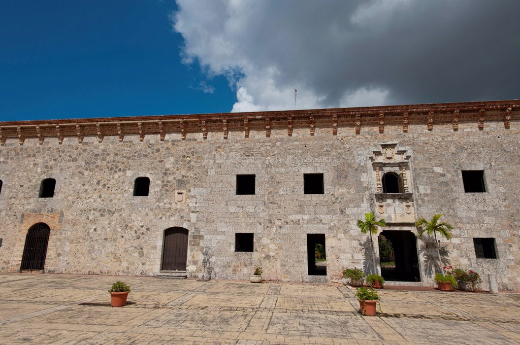 Stock Photo: 1597-172638 Town, City, Santo Domingo, Dominican Republic, Caribbean, Alcazar de Don Diego Colon, castle, building, construction, wall,