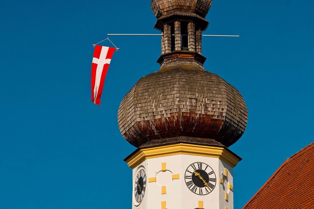 Stock Photo: 1597-174486 Germany, Europe, Bavaria, Upper Bavaria, Chiemgau, Grassau, Rottau, church, Saint Michael, Michael, faith, religion, onion tower, flag