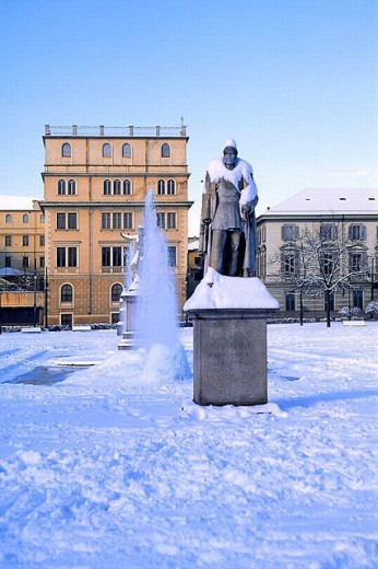 Stock Photo: 1597-19892 Aiuola Balbo, building, city, construction, Eusebio Bava Denkmal, fountain, Italy, Europe, park, Piedmont, snow, Tor