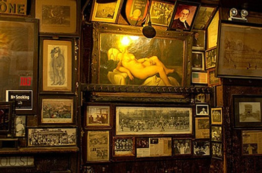 Mc Sorley Old ale House, equipment, Inside, interior, pictures, paintings, antiques, classical art, mishmash, bar, col : Stock Photo