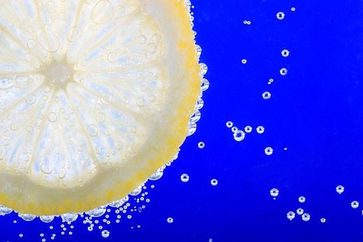 Stock Photo: 1597-34625 Citron, Lemon slice, Fruit, Water, Bubbles, Bubble, Studio, Concept, refreshing, carbonated, sparkling, fizzy, Drink