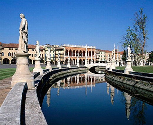 bridge, river, flow, houses, homes, Italy, Europe, canal, channel, Padua, place, Prato della Valle, statues, : Stock Photo