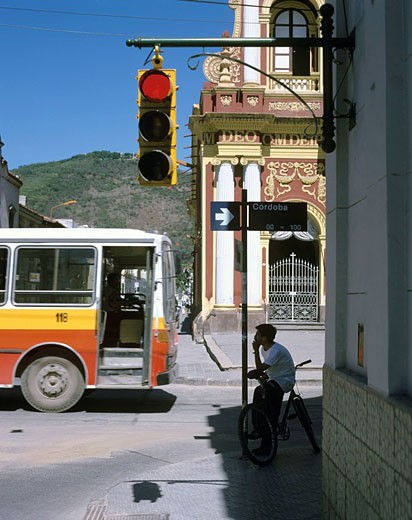 Stock Photo: 1597-42517 Argentina, South America, Salta city, Salta Province, town, Salta, bus, traffic light, red, Avenida Caseros, Basilica