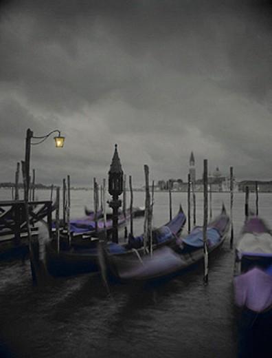 10628533, dusk, twilight, sombre, gloomy, grimly, gondolas, gray, Italy, Europe, dreary, Venice, clouds, weather, : Stock Photo