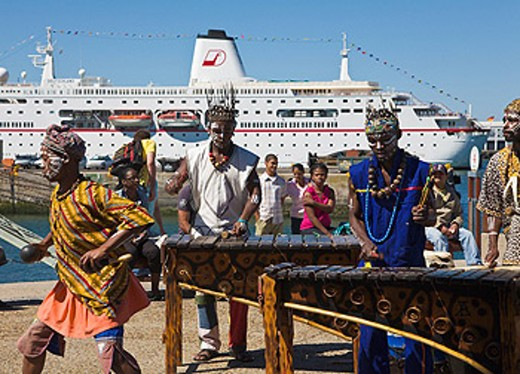 Stock Photo: 1597-60974 African band playing at the V&A Waterfront, Cape Town, South Africa