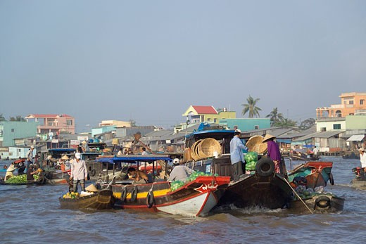 Stock Photo: 1597-65009 Vietnam, Asia, people, boats, local, trading, buying, selling, Cai Rang, floating market, Bassac river, Mekong delta,