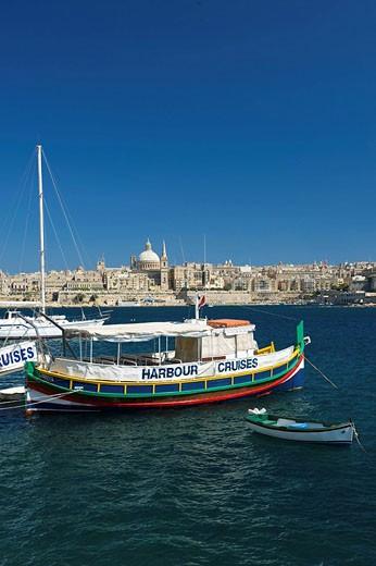 Ausflugsboote, Blick von Sliema nach Valletta, Malta : Stock Photo