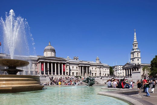 Stock Photo: 1597-81531 England, London, Trafalgar Square, Fountain and Tourists