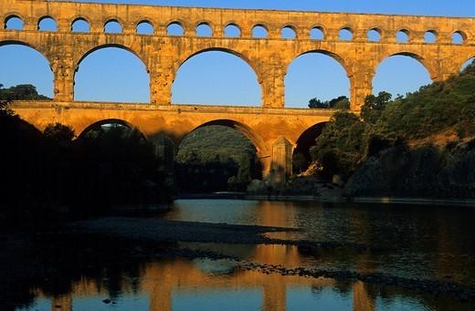 Stock Photo: 1597-84336 Pont du Gard, France, Languedoc_Roussillon, Gard, antique site, place, Roman aqueduct, bridge, river, flow, reflection, morning light