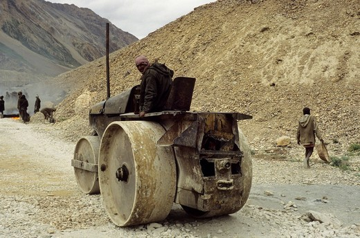 Stock Photo: 1597-84716 India, Ladakh, destruction, materials, underpays, environmental destruction, toxic, environmental pollution, ecology, environment protection, environment, street, status, social standing, people, materials, evidence, air pollution, Little Tibet, Ladakh, S