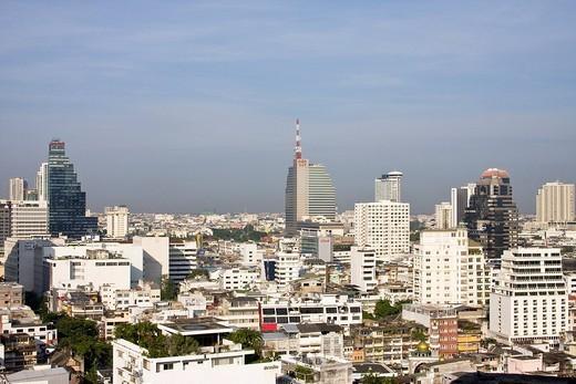 Blick auf Skyline von Bangkok in Richtung Silom Road, Thailand : Stock Photo