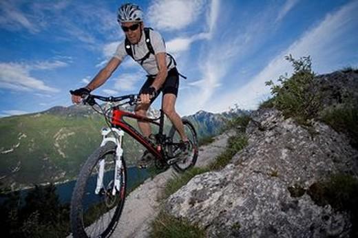 Stock Photo: 1597-90539 Mountainbiking, lake Garda, Italy, mountain, Trentino, riding a bike, bicycle, bicycle, bike, biking, man, tour, sport, skill, balance, Alps, lake,