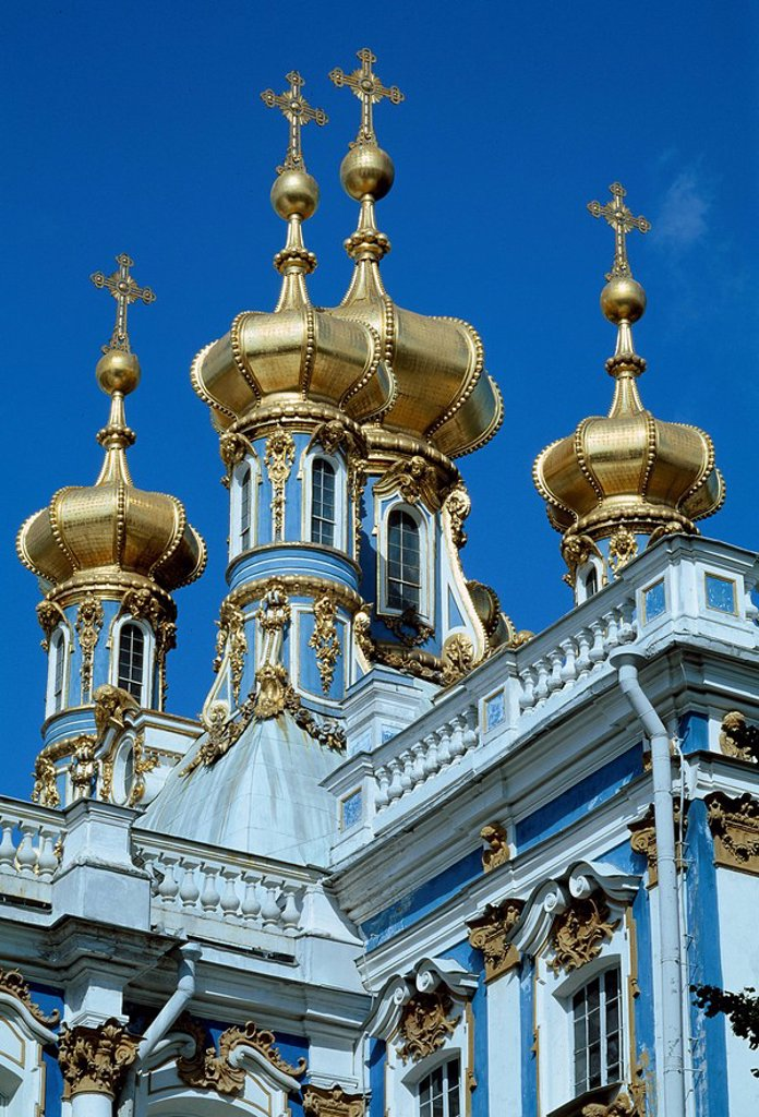 Stock Photo: 1597-98437 Russia, Catherine Palace, Pushkin, near Saint Petersburg, Tsarskoye Selo, Amber room, golden, onion domes, architectur