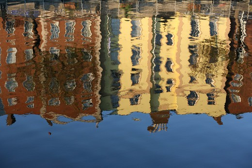 Old Buildings of Batchelor's Walk reflected in the River Liffey of Dublin.    : Stock Photo