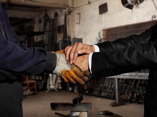 Stock Photo: 1598R-10021194 handshake