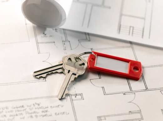 Stock Photo: 1598R-10026333 Keys on Architectural Plans