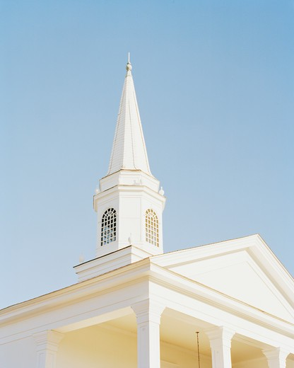 white wooden Presbyterian church steeple and Doric columns : Stock Photo