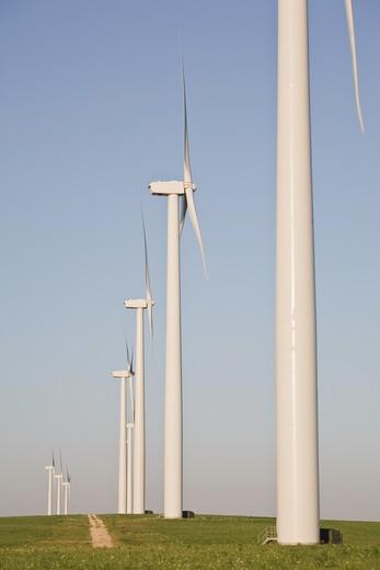 Stock Photo: 1598R-10029885 Wind turbines at wind farm