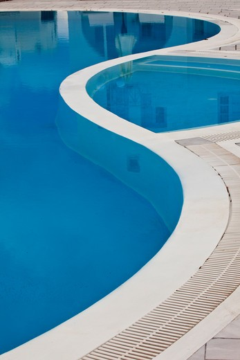 Stock Photo: 1598R-10031499 Curving edge of swimming pool