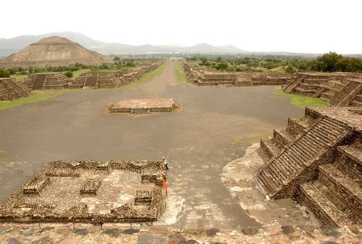 Teotihuacan also written Teotihuacán is an enormous archaeological site in the Basin of Mexico, containing some of the largest pyramidal structures built in the pre-Columbian Americas. : Stock Photo