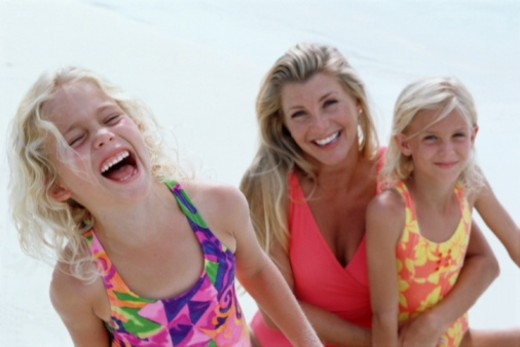 Stock Photo: 1598R-10052674 MOTHER AND TWO DAUGHTERS ONBEACH