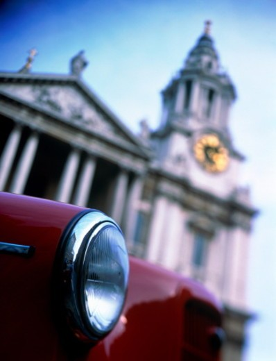 Stock Photo: 1598R-10060354 England, London, taxi in front of St Paul's Cathedral, close-up