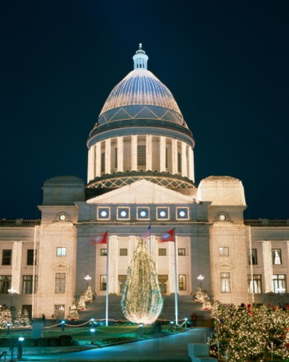 Stock Photo: 1598R-10062842 USA, Arkansas, Little Rock, State Capitol, Christmas, night
