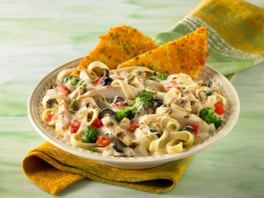 Stock Photo: 1598R-10073157 Chicken Fettucini Pasta with garlic bread