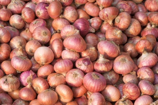 Red onions for sale at Hsipaw market, Burma : Stock Photo