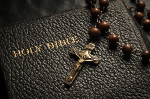 Stock Photo: 1598R-10076890 Bible, crucifix and rosary beads.