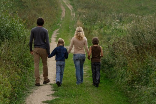 Stock Photo: 1598R-10078789 family walking down country road