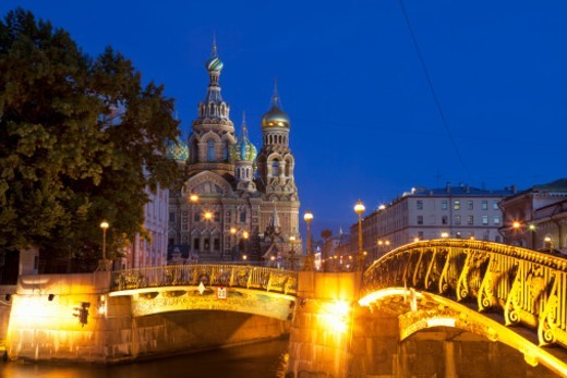 Stock Photo: 1598R-10081304 the Church on Spilled Blood illuminated at night with bridges over the canal